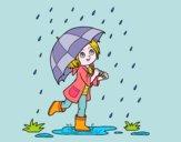 Ragazza con l'ombrello sotto la pioggia