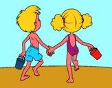 Ragazza e ragazzo sulla spiaggia